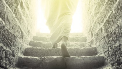 Jesus-Resurrection-Walking-out-of-Tomb-900